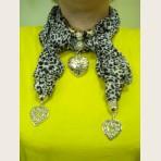 Женский шарф с декоративными элементами